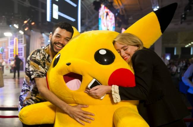Detective Pikachu Cast And Director Reveal The Movie's Logo At The 2018 Pokémon World Championships
