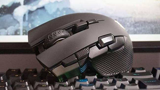 Corsair Ironclaw RGB Wireless review: Heavy-handed