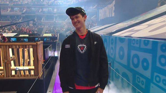 Fortnite's 16-year-old solo champion was swatted during a stream