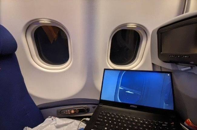 Planeception: This person flew transatlantic in Flight Sim while taking the same flight in real life
