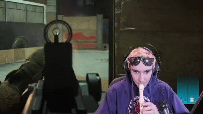 Call of Duty: Warzone streamer wins the gulag while playing a recorder