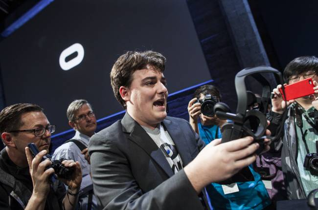 Palmer Luckey donates to software that brings Oculus games to Vive