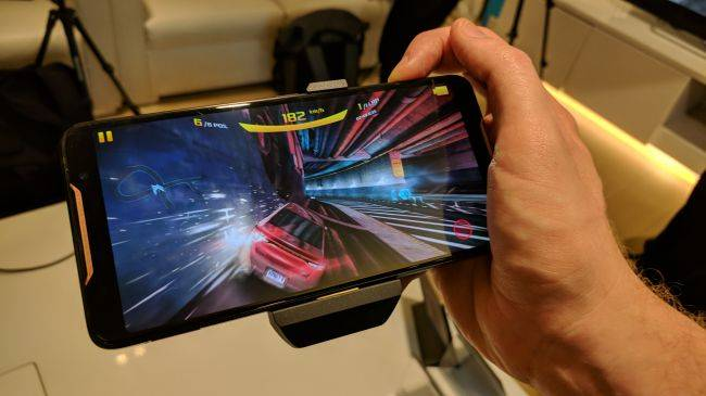 Asus takes aim at mobile gamers (and Razer) with a feature-packed gaming smartphone