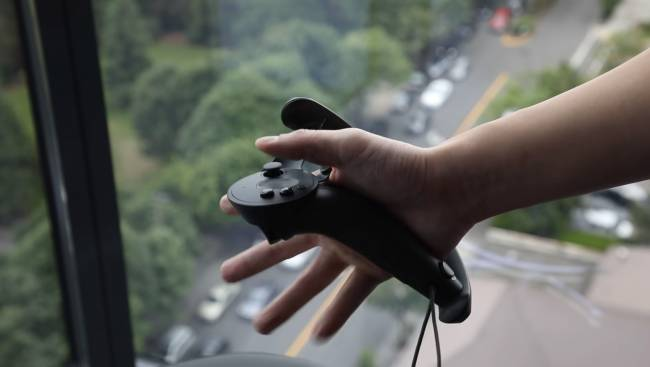 Valve's Knuckles EV2 controller will let you squeeze things in VR
