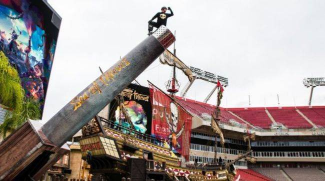 Sea of Thieves shoots real guy out of cannon, breaks world record for doing that