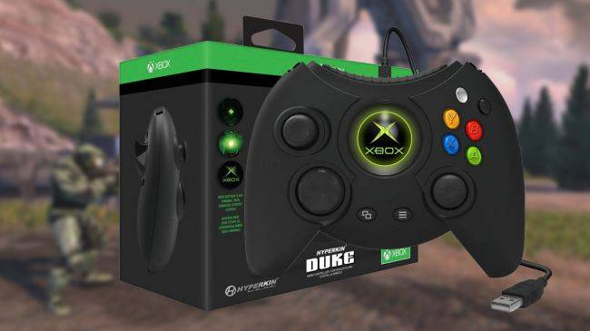 Relive the 2000s with this deal on the Hyperkin 'Duke' Xbox controller
