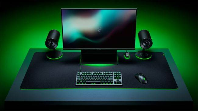 Razer's new 3XL mouse pad is bigger than my desk