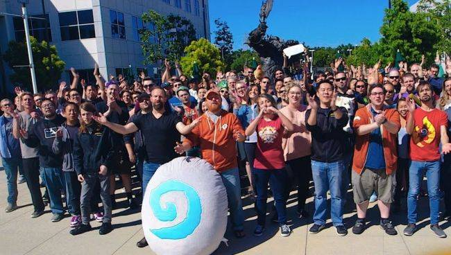 Blizzard celebrates 100 million Hearthstone players with free card packs for everyone