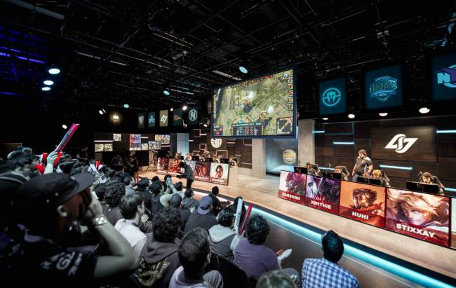 Warriors, Cavaliers owners buy into 'League of Legends' series