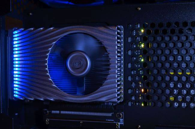 Intel's supposedly RTX 3070-level GPU, the Xe DG2, is running in its labs right now