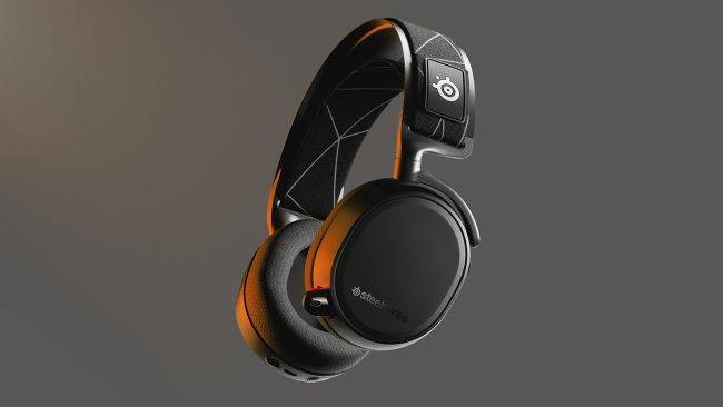 This SteelSeries headset connects to your PC/PS5 and phone simultaneously